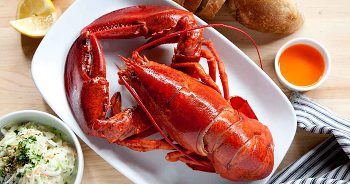 what does lobster taste like