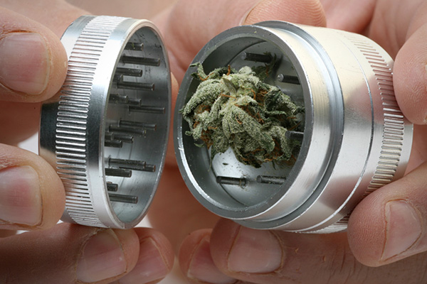 how to use herb grinder